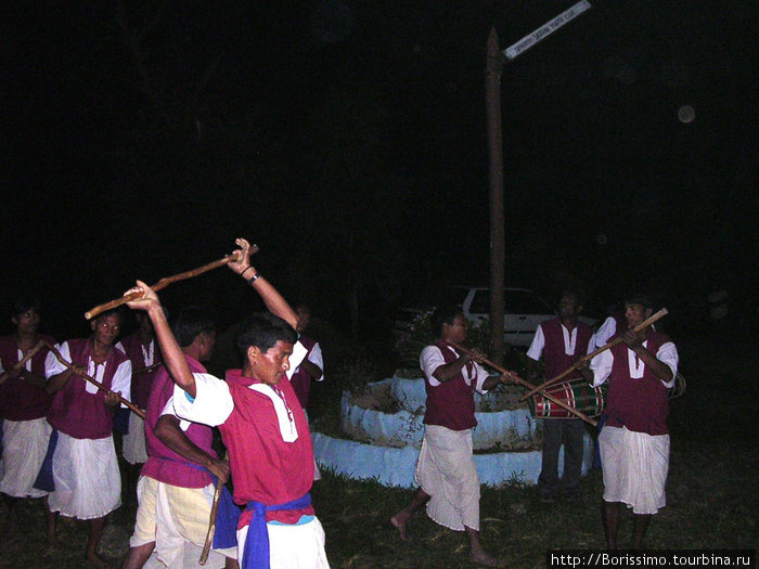 Танец непальских мальчиков.
