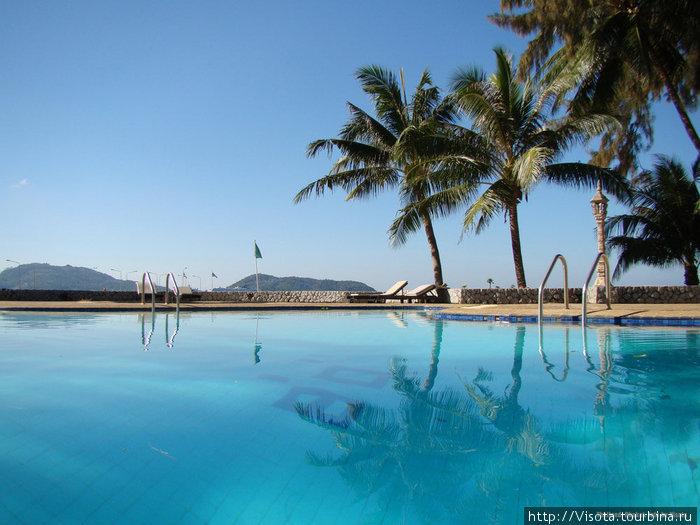 второй бассейн в отеле, глубокий — 2.5 метра