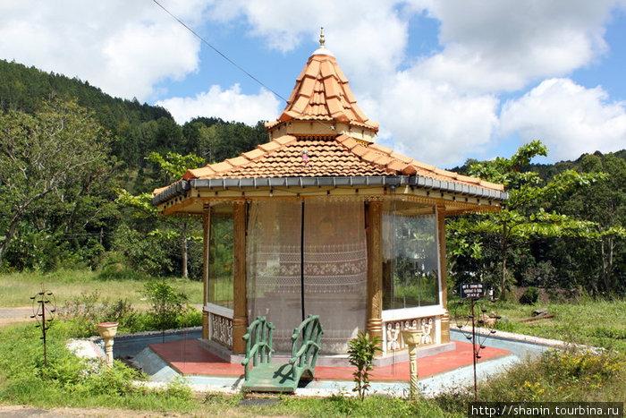 Буддистский храм у станции Элла