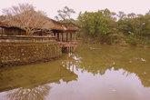 Озёра и пруды придают дворцам и зданиям умиротворенный вид