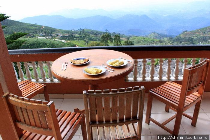 Завтрак с видом на южную половину Шри-Ланки