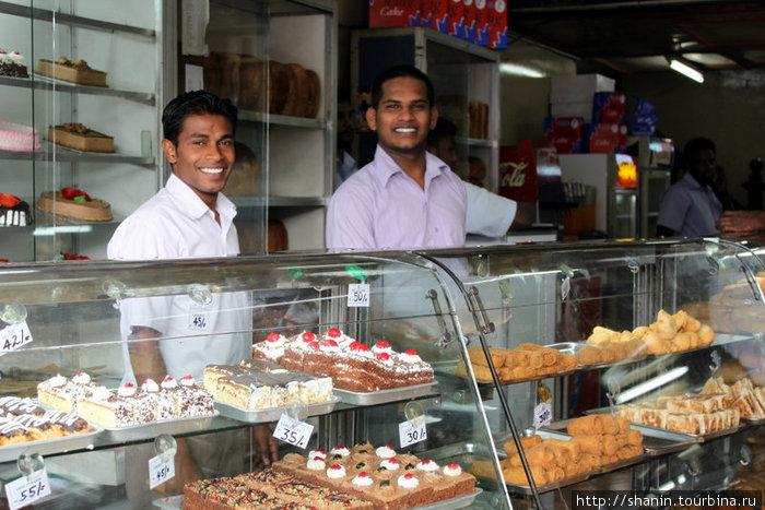 Продавцы сладостей