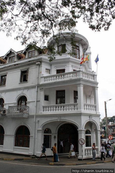 Отель напротив Храма Зуба