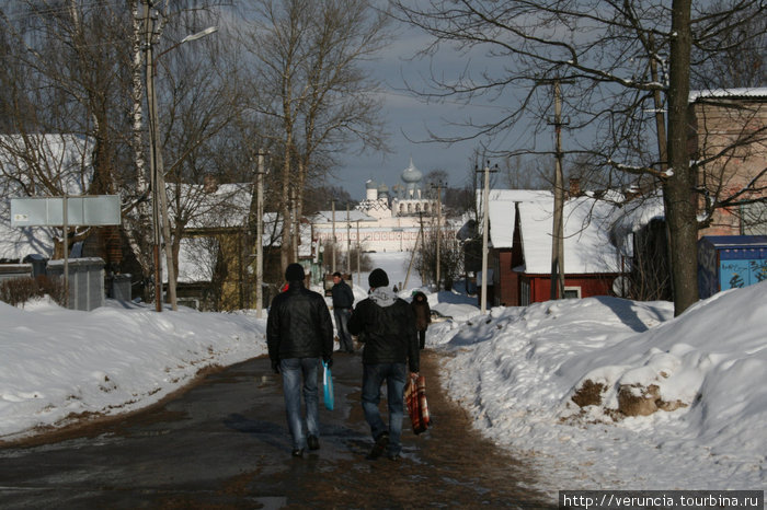 Дорога к Успенскому монастырю.