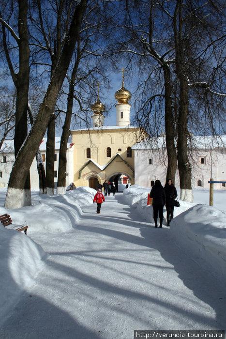 Надвратная Вознесенская церковь.
