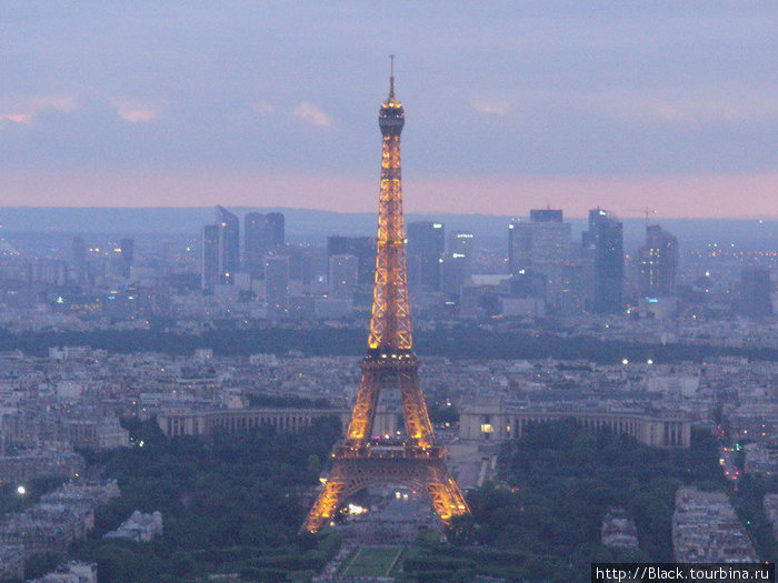 Эйфелева башня с башни Монпарнас вечером