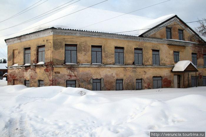 Монастырские корпуса.