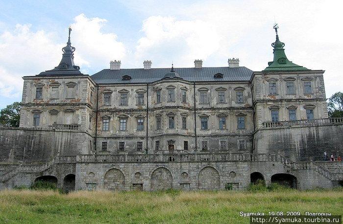 Своим появлением замок обязан Станиславу Конецпольскому, который в 1633 году купил здесь землю с небольшим деревянным укреплением у бояр Пидгорецких.