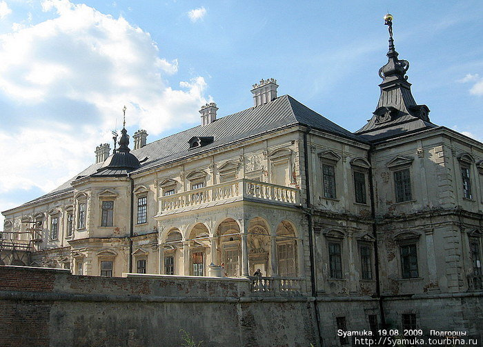 Стены самого богатого на то время замка Западной Европы украшали полотна Рембрандта, Ван Дейка и других прославленных мастеров.
