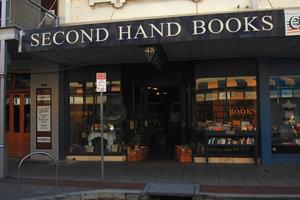 Здесь можно купить подержанную книгу