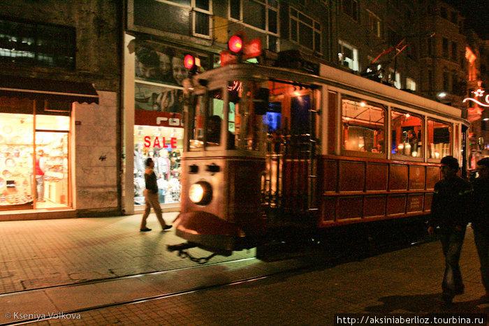 легендарный ретро-трамвай на Истиклаль