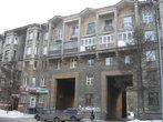 Дом с двумя арками на улице Суворова