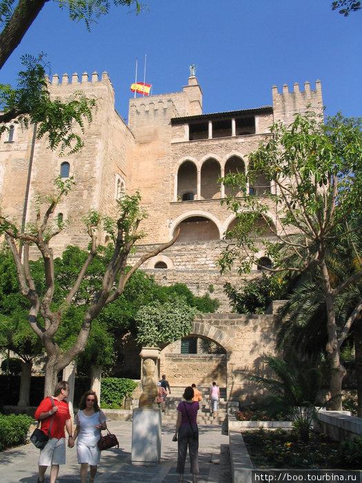 дворец Альмудайна