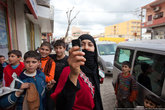 На границе с Ираком выяснилось, что моя прическа привлекает внимание, все хотят со мной сфотографироваться.