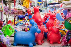 Из Китая завезли эти непонятных зверей, теперь в каждой деревне, во всех магазинах продаются такие игрушки.