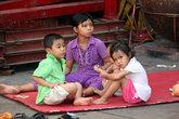 Дети во дворе