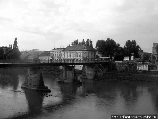 Пешеходный мост через речку Уж