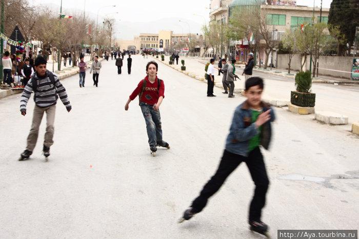 Салем стрит, одна из главных улиц, в Сулаймании, (Курдистан, Ирак).