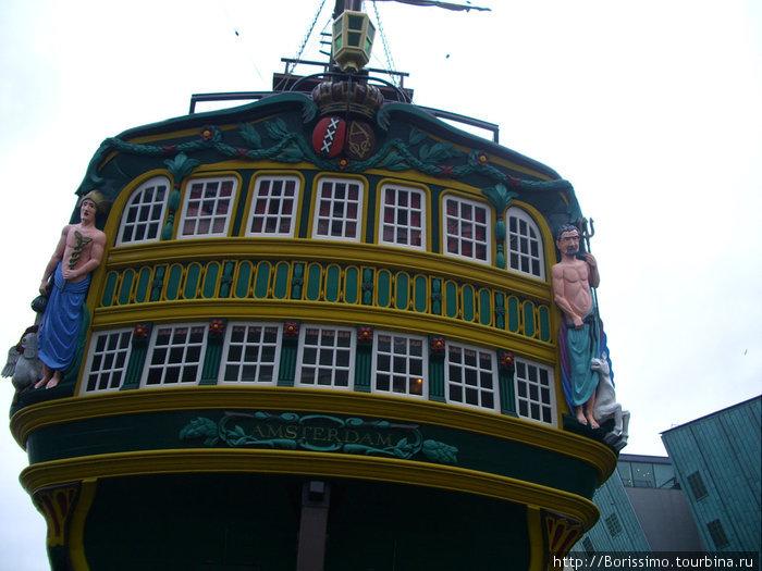 Этот древний легендарный корабль совершал путешествия в Мысу Горн и Мысу Доброй Надежды.  Сейчас он на пенсии.