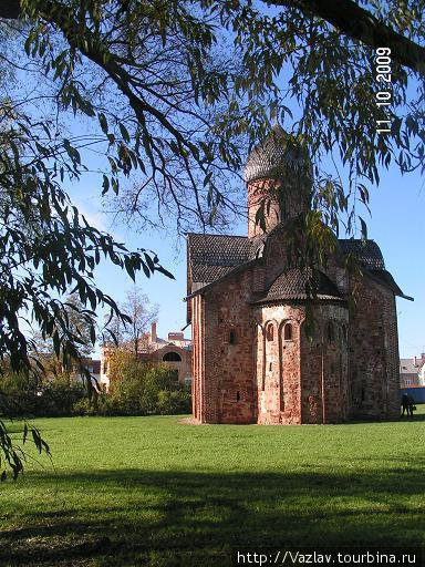 Церковь на траве