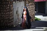 Тут живут арабы, в отличии от курдов, арабские женщины не любят фотографироваться.