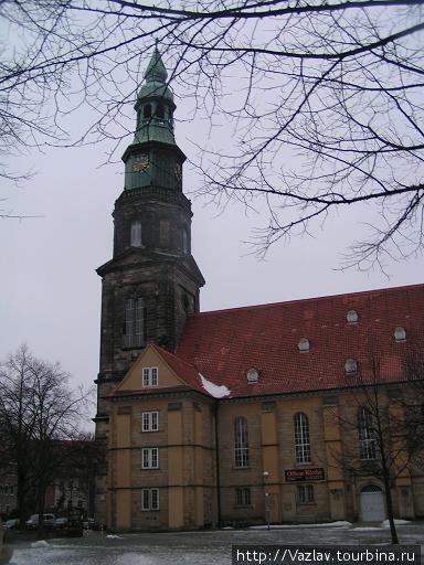 Южный фасад церкви