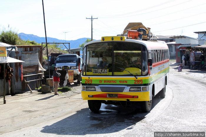 Автобус на горной дороге