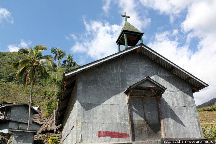 Деревенская церковь в Батаде