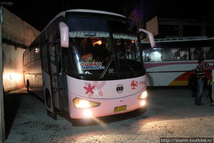Ночной автобус в Манилу (Кубао — один из 17 манильских городов-спутников)