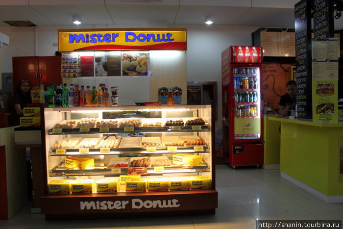 Пончики в аэропорту. На Филиппинах пончики обязательно нужно попробовать. Хотя бы перед вылетом