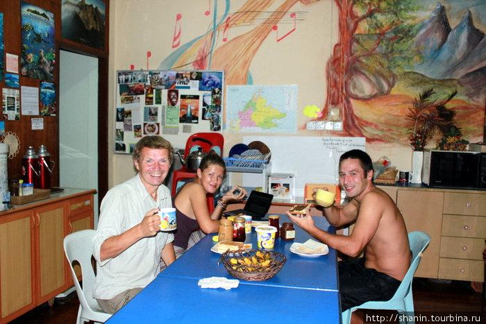 Завтрак в хостеле в Кота Кинабалу