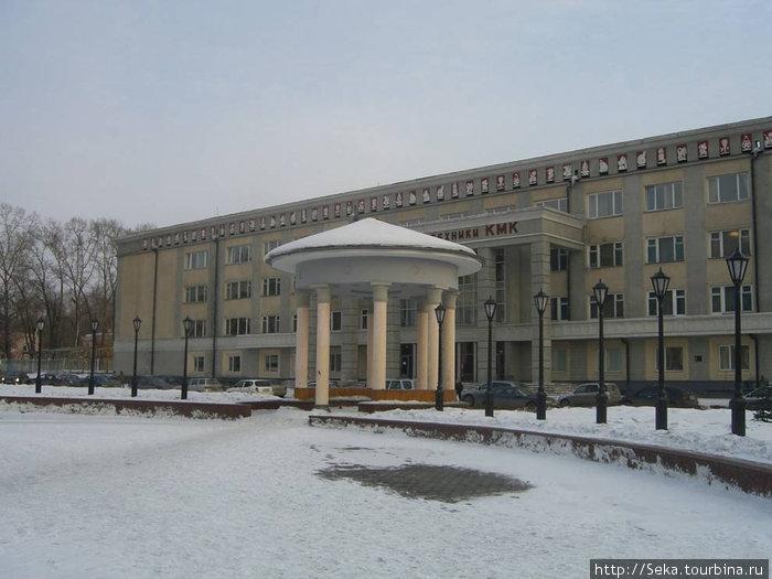 Дворец культуры и техники кузнецких металлургов и одна из