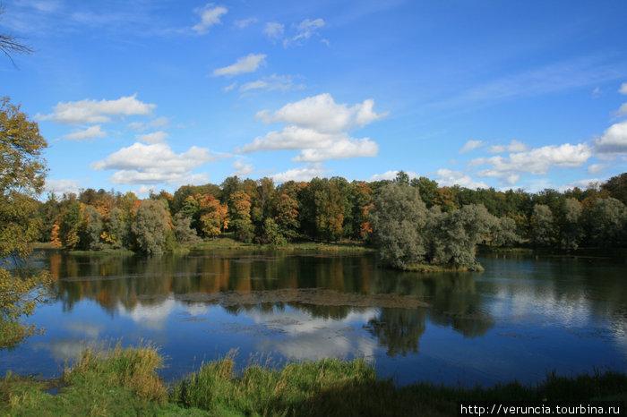 Белое озеро в Дворцовом парке.