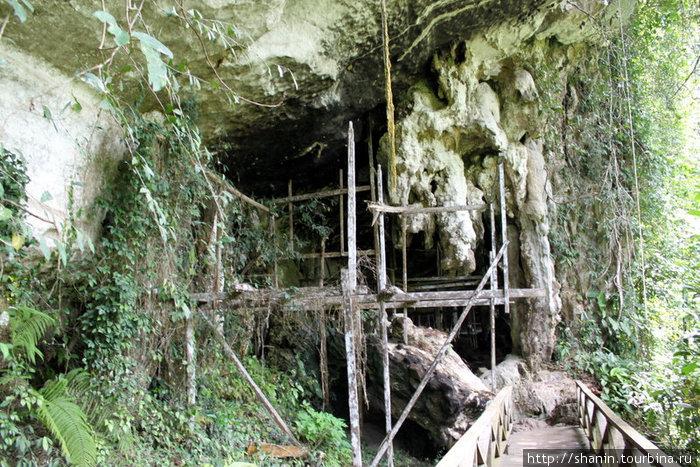 Вход в пещеры
