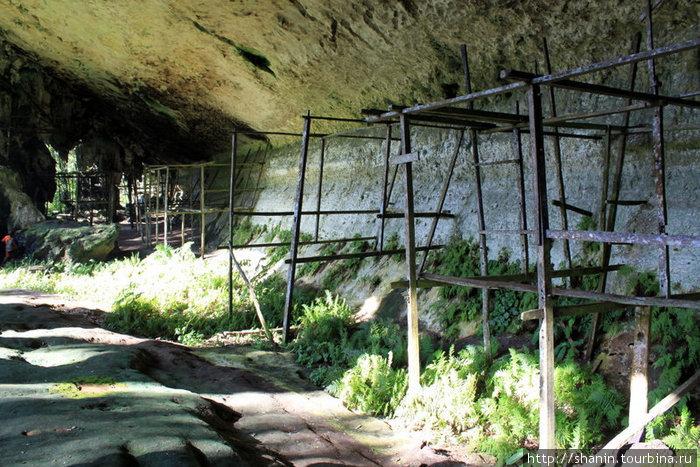 В этой пещере когда-то жили торговцы.
