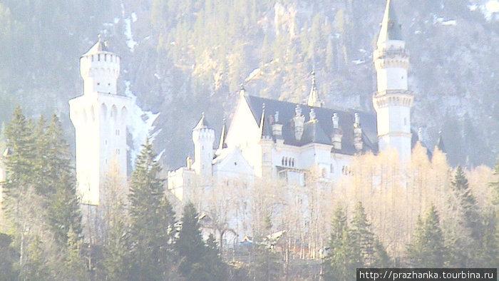 А это  — Нойшванштайн — сказочный замок, изображенный на заставке Диснейленда — цель нашего путешествия...