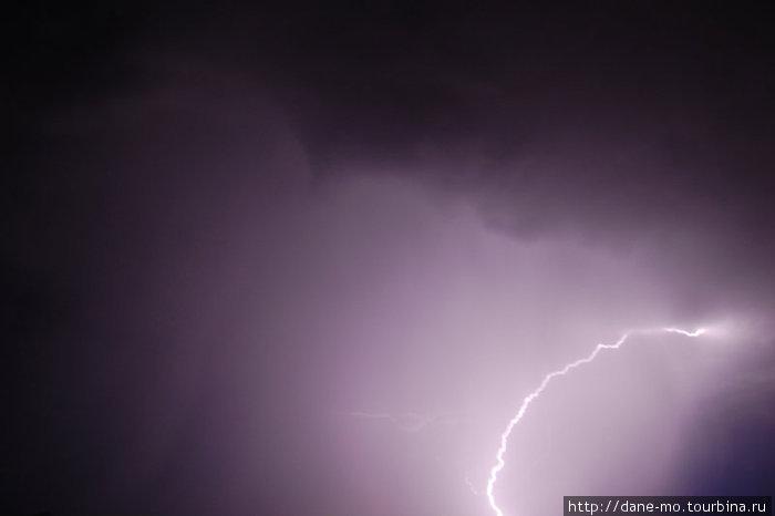 Единственная получившаяся фотография молнии