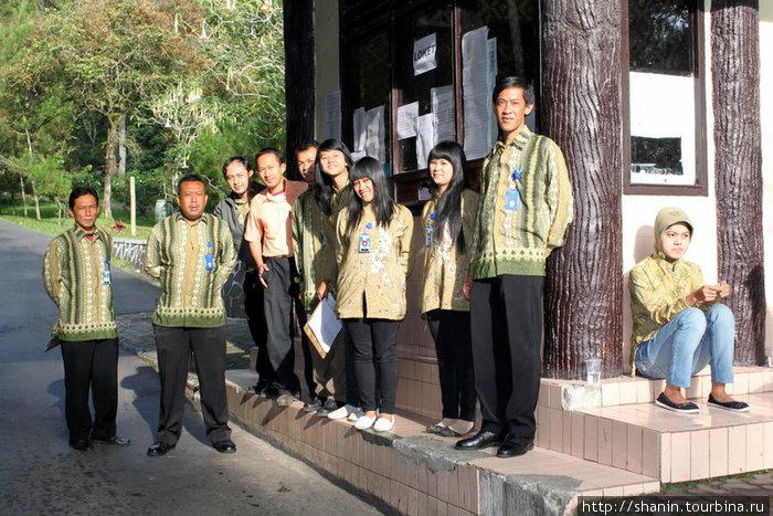 Работники нацпарка торжественно встречают участников кругосветки