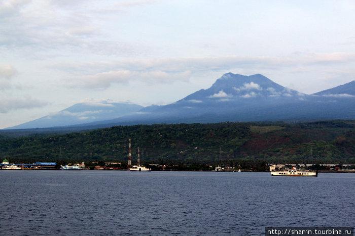 Подплываем к острову Бали