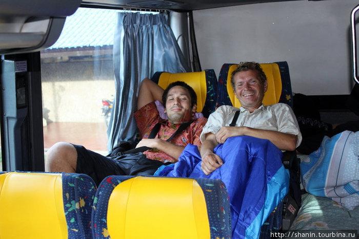 В автобусе можно устроиться с комфортом