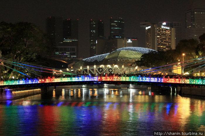 Мост в новогоднем освещении