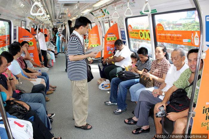 В сингапурском метро едем в аэропорт