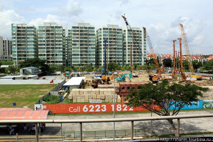 На окраине Сингапура, в районе аэропорта, идет активное строительство