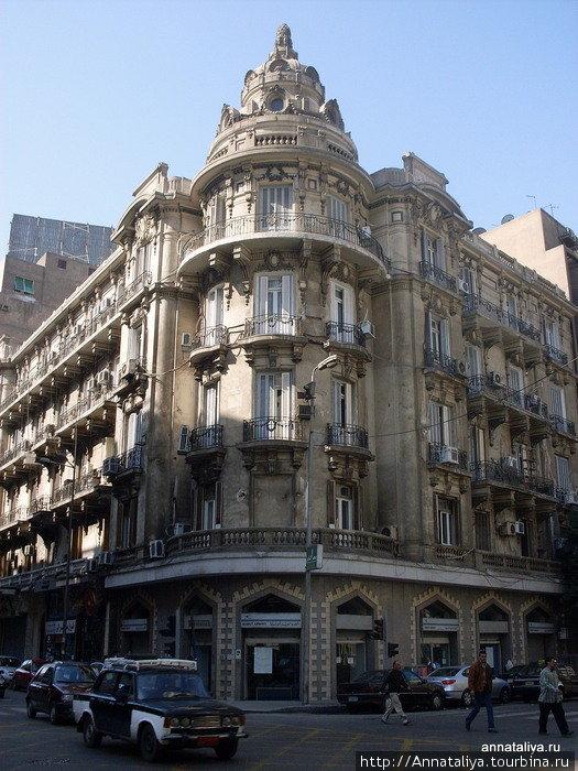 Здание колониальной постройки