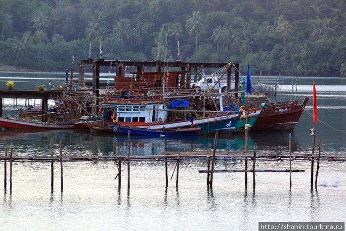 Лодки у берега острова Ко-Чанг