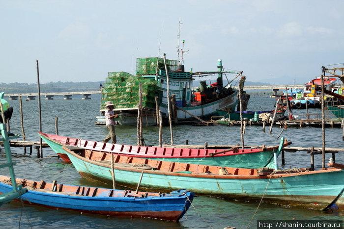 Лодки у пристани в Кахконге