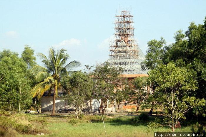 Строительство нового храма на территории монастыря в Кахконге