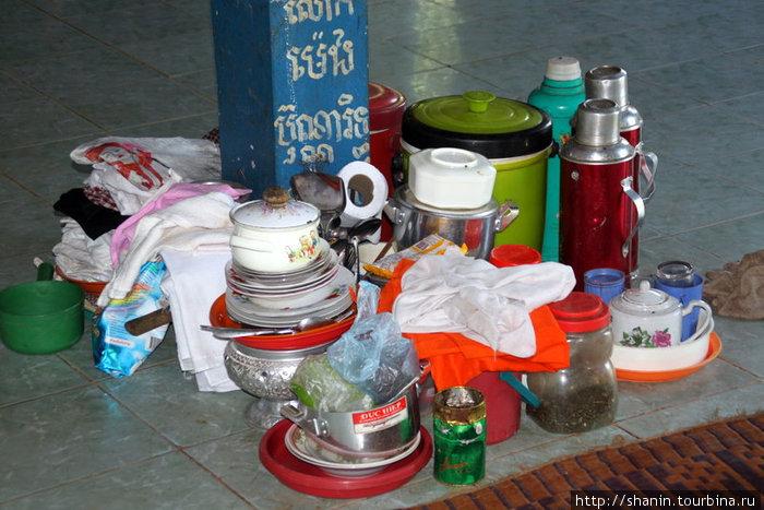 Набор посуды в храме — там же не только молятся, но и едет