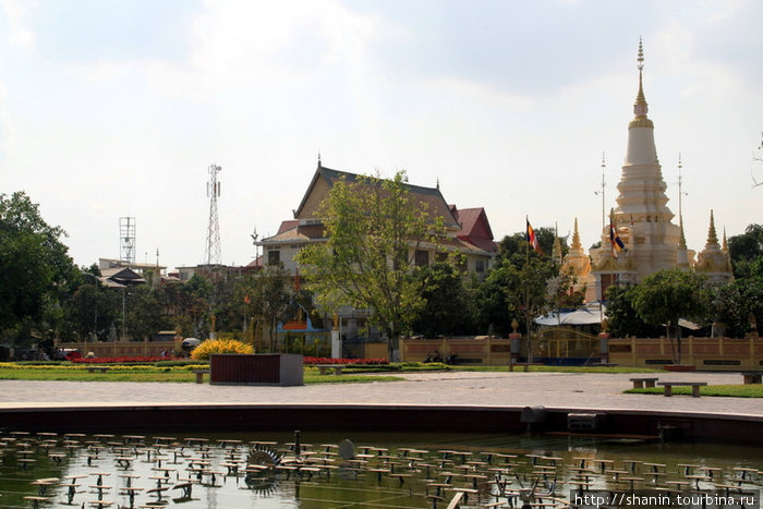 Буддистский храм и фонтан