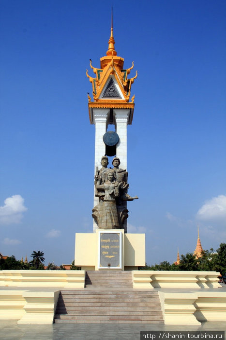 Памятник вьетнамско-камбоджийской дружбы